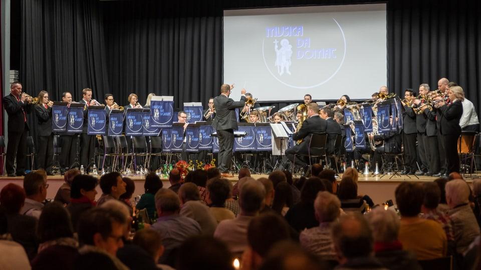 Die «Musica da Domat» ist bezeichnet sich als traditionellen Dorfverein: «Das Dorf Domat/Ems hat sehr viele Traditionen, daran wollen wir uns beteiligen», sagt Dirigent Gian Stecher.