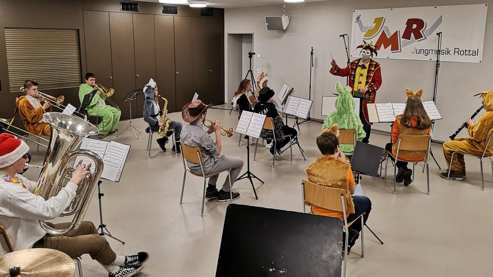 Unter dem Motto «Fasnacht mal anders» hat die Jungmusik Rottal ein kleines Fasnachtskonzert auf Video aufgezeichnet.