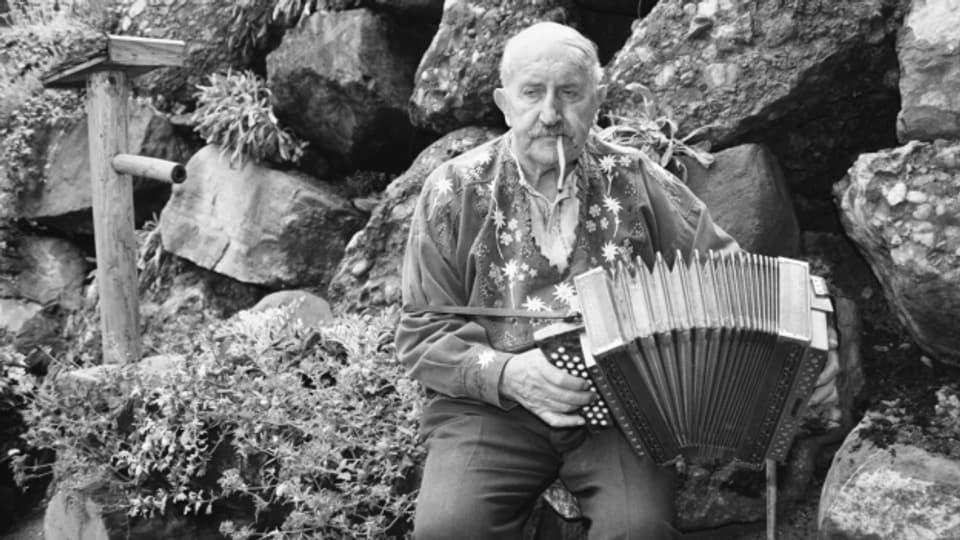 Der Schweizer Volksmusiker Rees Gwerder im Juli 1991, kurz vor seinem 80. Geburtstag.