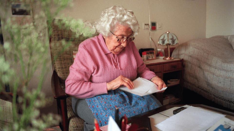 Die Ergänzungsleistungen zur AHV und IV helfen, wenn Renten und Einkommen die minimalen Lebenskosten nicht decken.