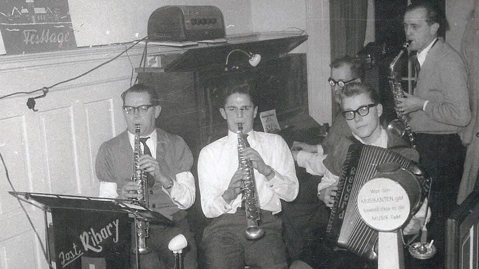 Das Saxophon in der Volksmusik: Jost Ribary sen., Jost Ribary jun., Walter Wiggli, René Wicky und Hans Gasser als Gast.