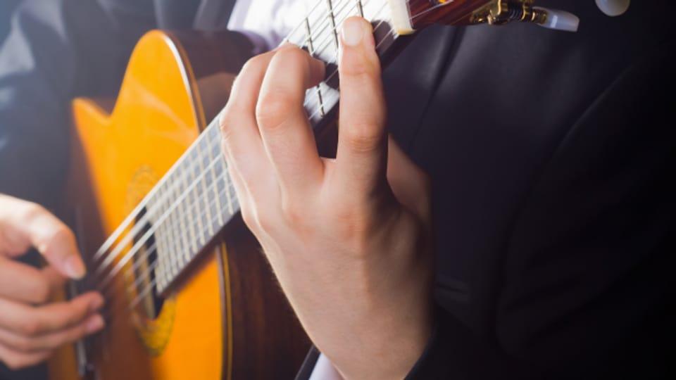 Das Gitarrenspiel kann sehr vielseitig sein.