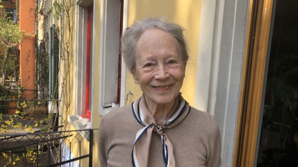 Margrit Läubli heute auf der Terrasse vor ihrem Haus in Zürich.