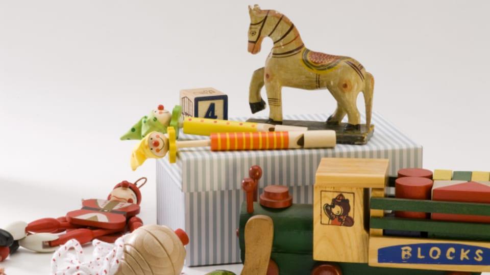 In der Radiosendung von 1946 mussten die Kinder schön artig danke sagen, als sie die Spielsachen bekamen.
