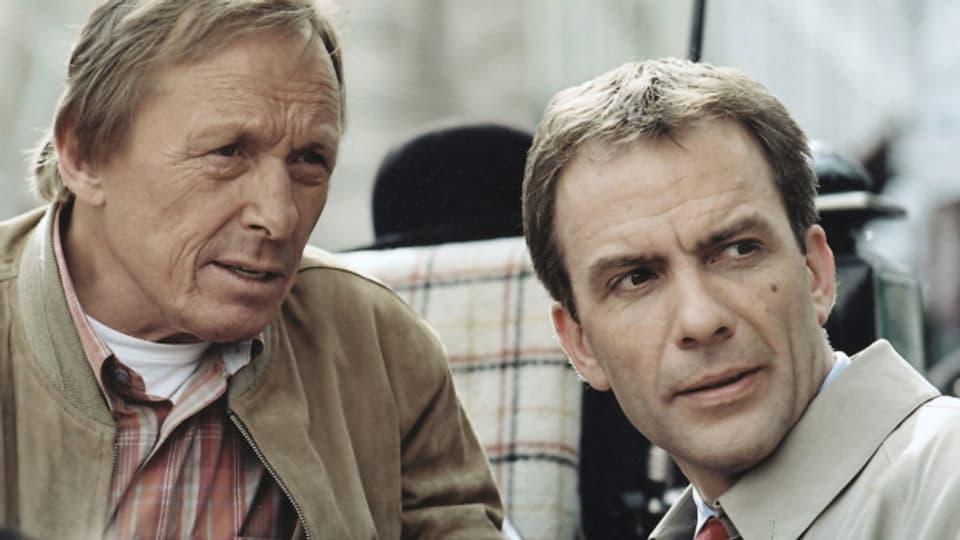 Claus Theo Gärtner als Matula und Paul Frielinghaus als Rechtsanwalt Dr. Lessing in einer undatierten Szene aus der ZDF-Serie «Ein Fall für zwei».