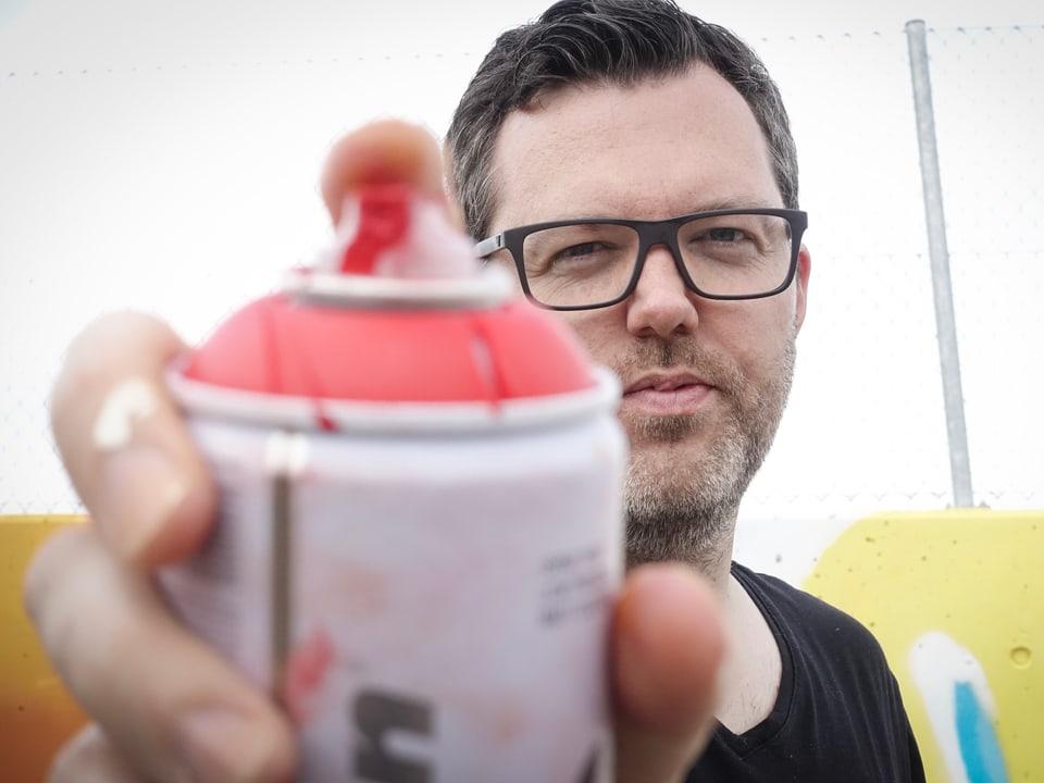 Der Lehrer mit der Dose: Stefan Möckli unterrichtet an der ORS Hergiswil das Wahlfach «Graffiti»