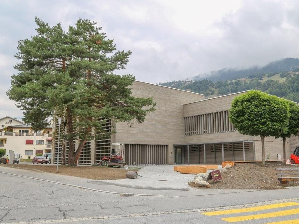 La scola professiunala è vegnì engrondida cun stanzas e lavuratoris per lennaris. Avertura: avust 2018, investiziuns: 7 milliuns francs.