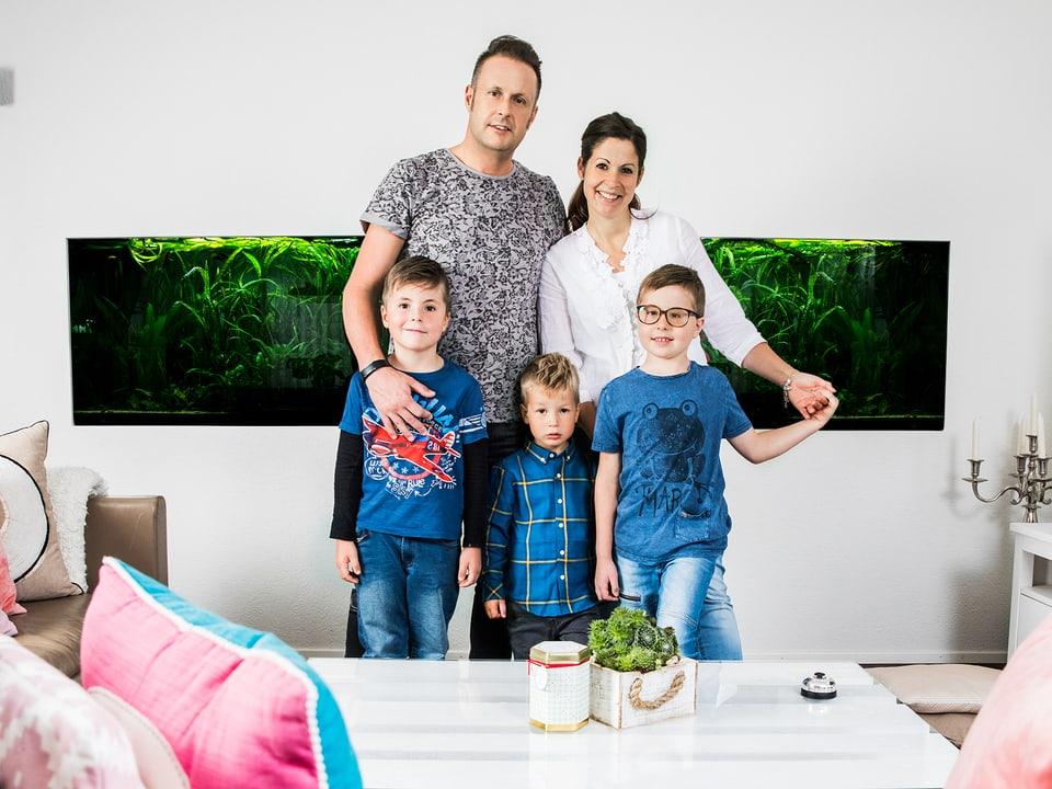 Familie Dietrich im Wohnzimmer.