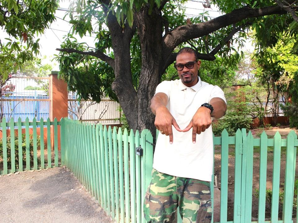 D-Major im Vorhof vom legendären Penthouse-Studio in Kingston Jamaika.