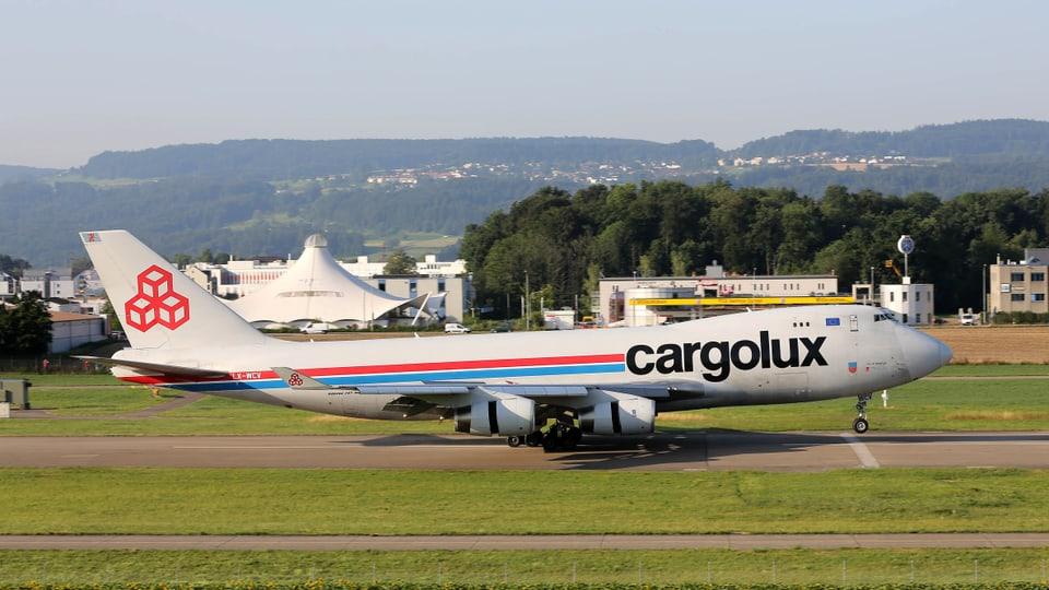 Nahaufnahme Boeing 747 bei der Landung.