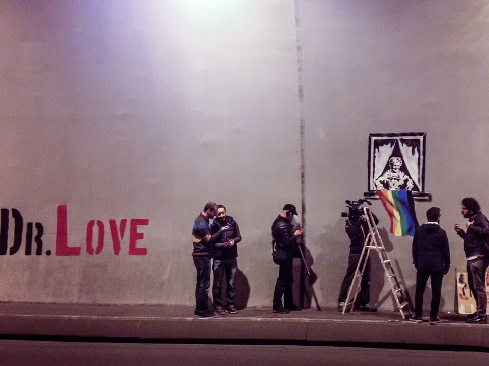 Andi begleitet Street Artist Bacha 'Dr. Love' auf einer nächtlichen Tour.