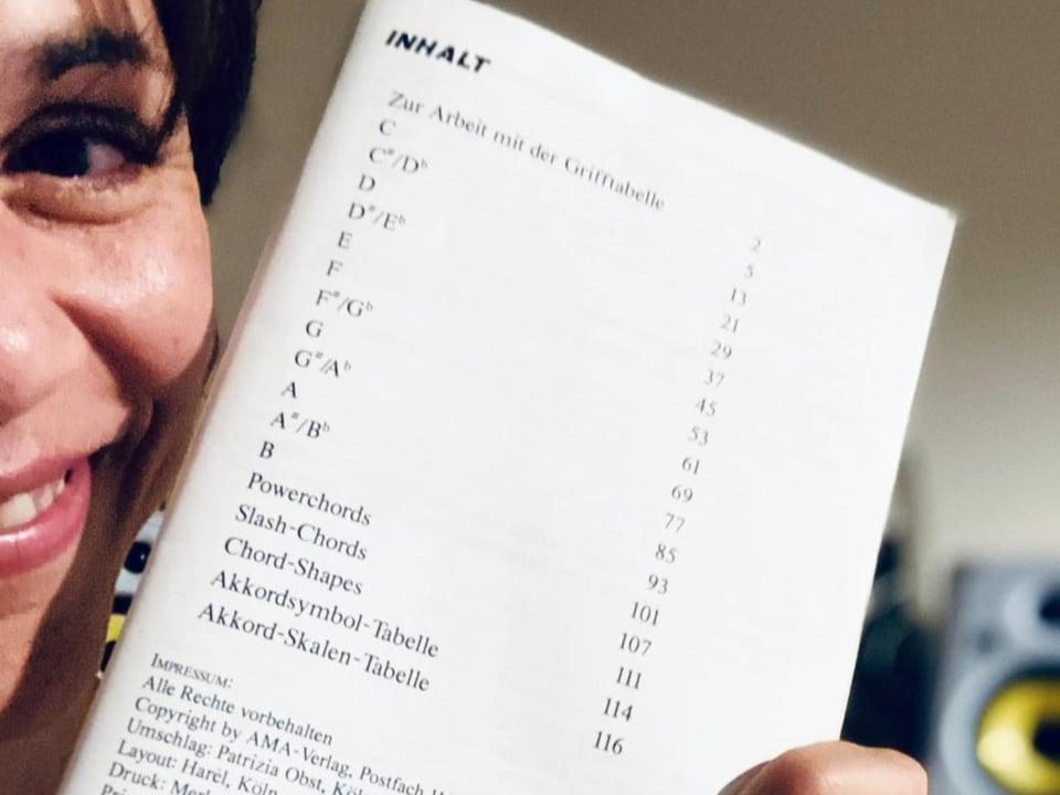 Das Gastgeschenk von Emel: ihr Gitarren-Handbuch