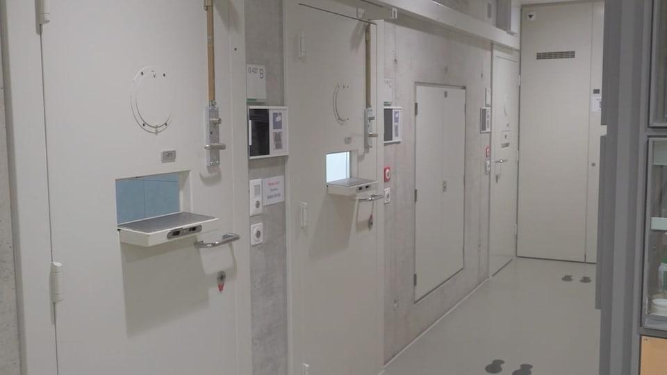 Basel: Gefängnisaufseher werden der fahrlässigen Tötung beschuldigt
