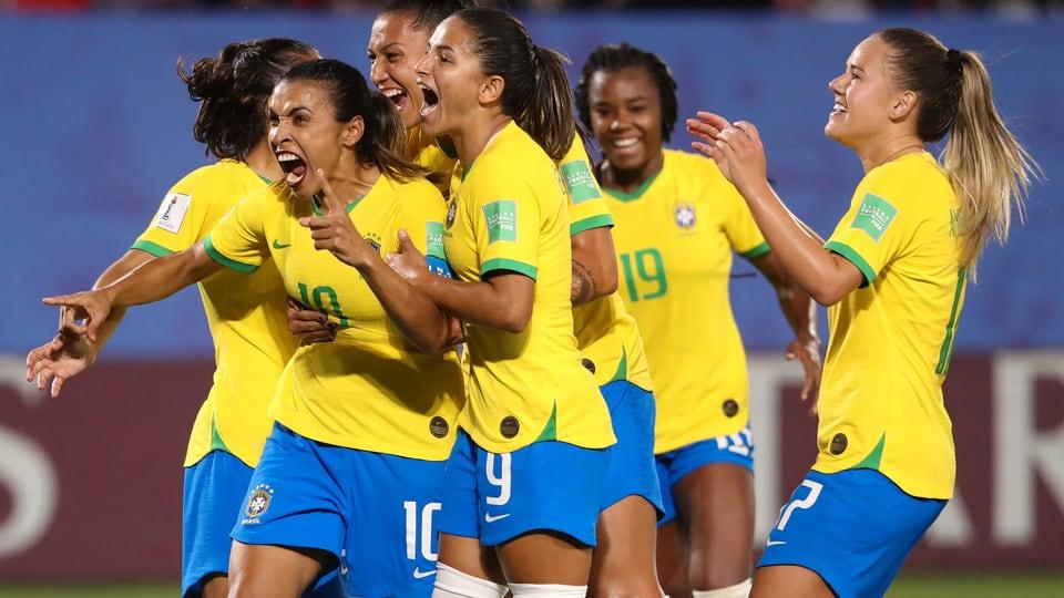 Brasilien-und-Australien-nach-Siegen-f-r-K-o-Phase-qualifiziert