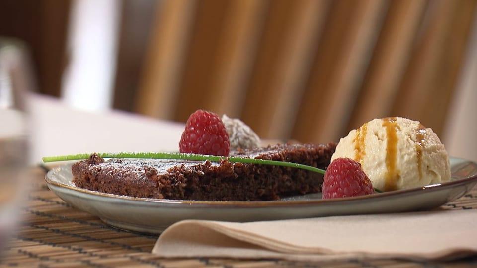 Schokoladetorte mit Rote Beete und  Farina Bóna -Parfait