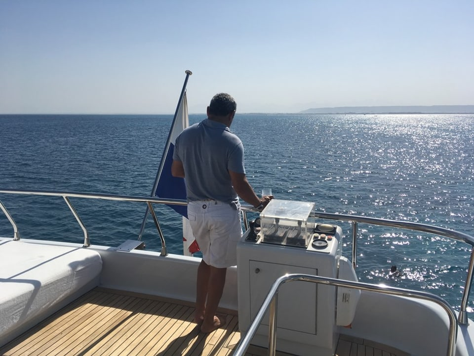 Vista da la yacht sin la mar.