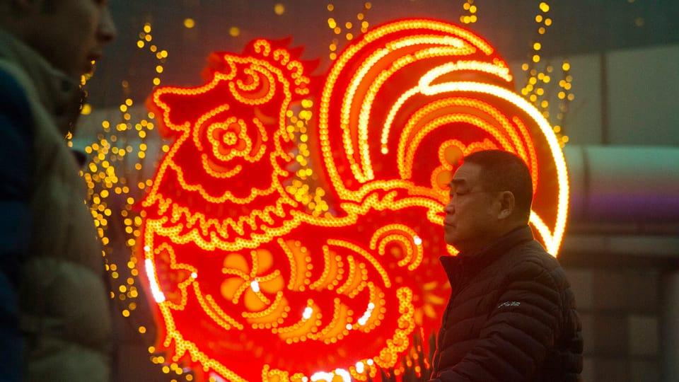 chinesisches neujahrsfest der feuer hahn verspricht action news srf. Black Bedroom Furniture Sets. Home Design Ideas