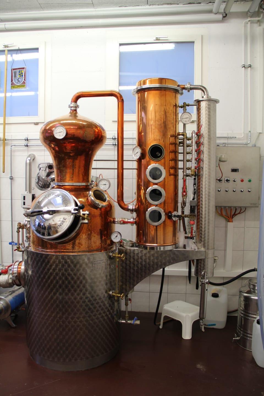 La destillaria da Beni Simeon e Robert Cathomas a Glion.