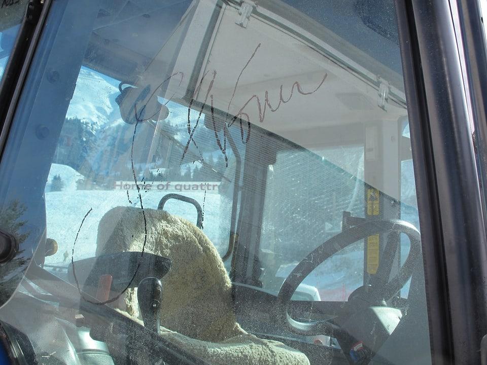 Unterschrift von Lindsey Vonn auf der Traktorscheibe.