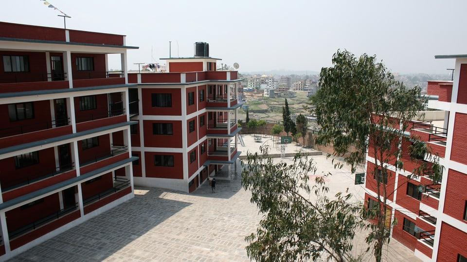 Blick in den Innenhof des neueröffneten Schulgebäudes.