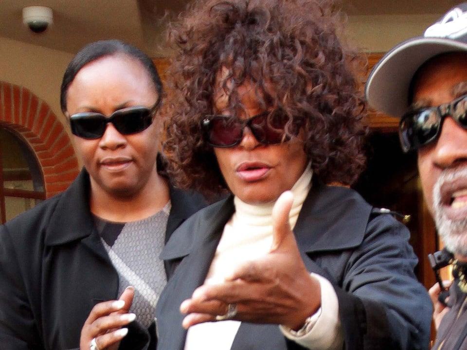 Whitney Houston mit Sonnenbrille