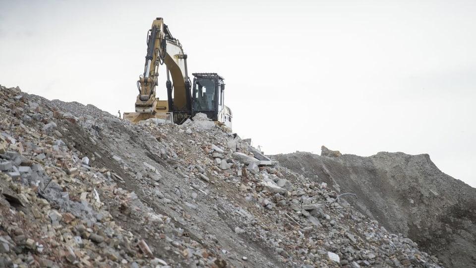 Reciclar material da construcziun tar Montalta a Glion