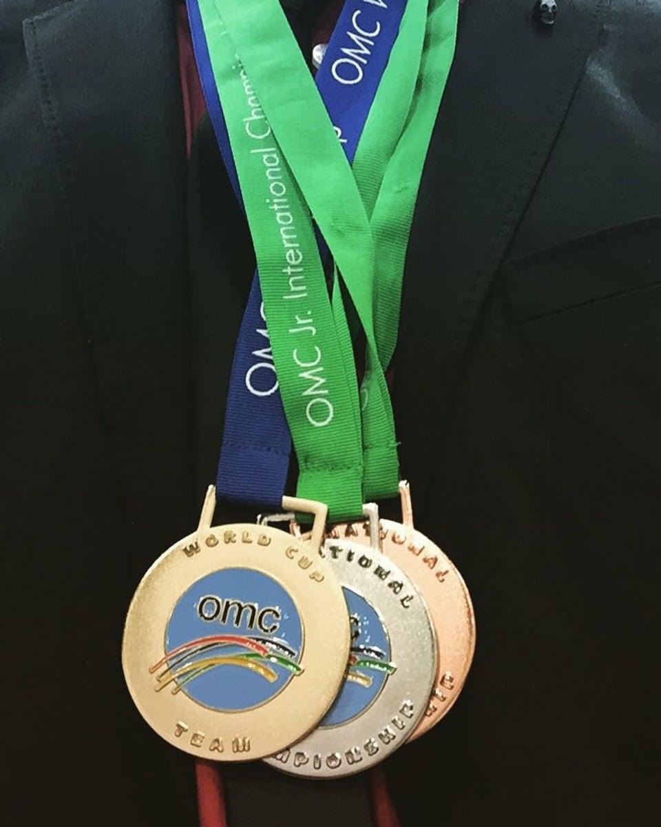 Drei Medaillen.