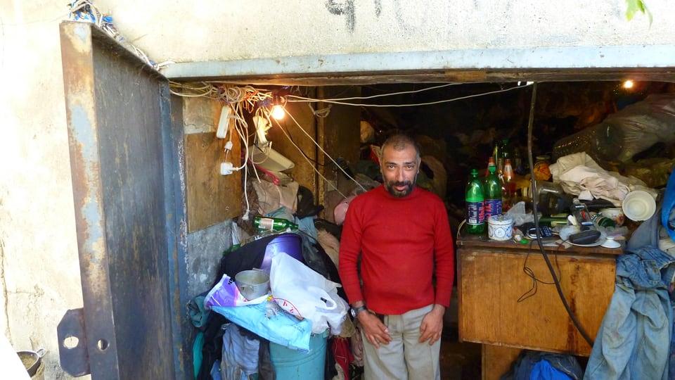 En questa garascha viva Arschak dapi tschintg onns. El survegn agid alimentar da Little Bridge.