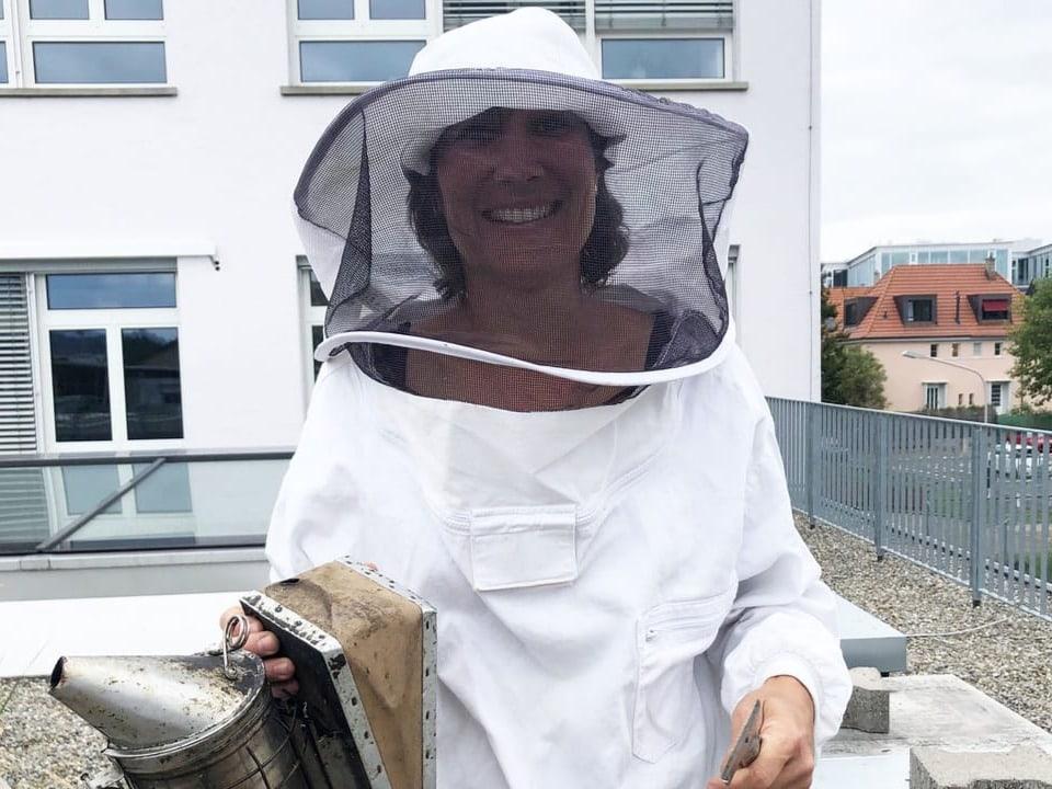 Imkerin Anna ist für die Honigbienen da