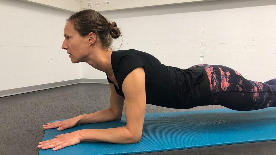 Plank: Fehler verkrampftes Genick
