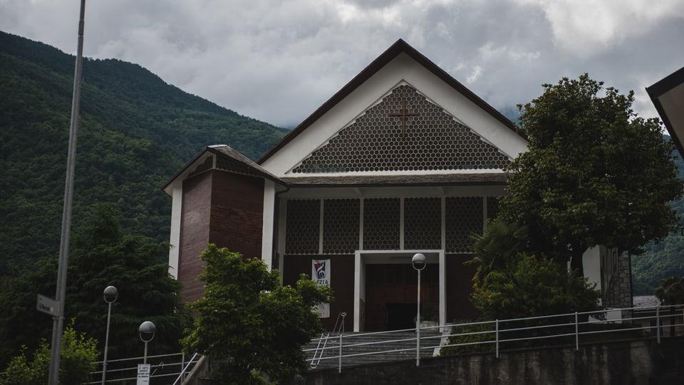 Vista sin l'entrada principala da la Chiesa San Fedele