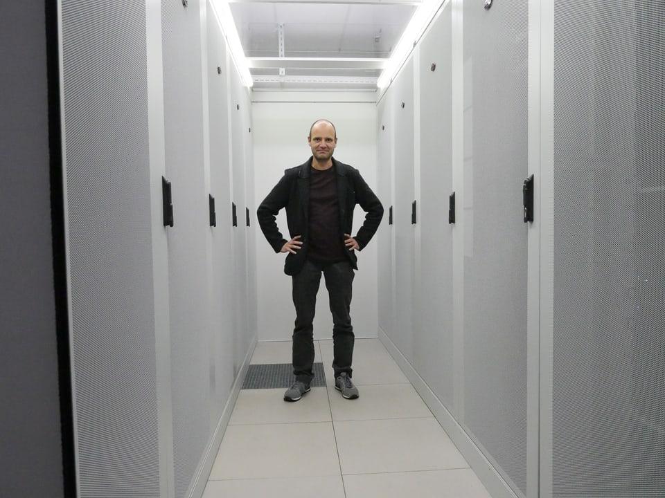 """Meine nächste Station ist ein Exchange von Swiss IX bei Glattbrugg: Einmal """"Herr des Internets"""" sein."""