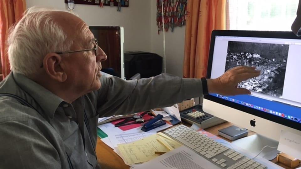 Arnoldo Giacometti - in um pli passà - mussa cul maun sil computer nua ch'el ha avert in purtret d'ina bova da pli baud.