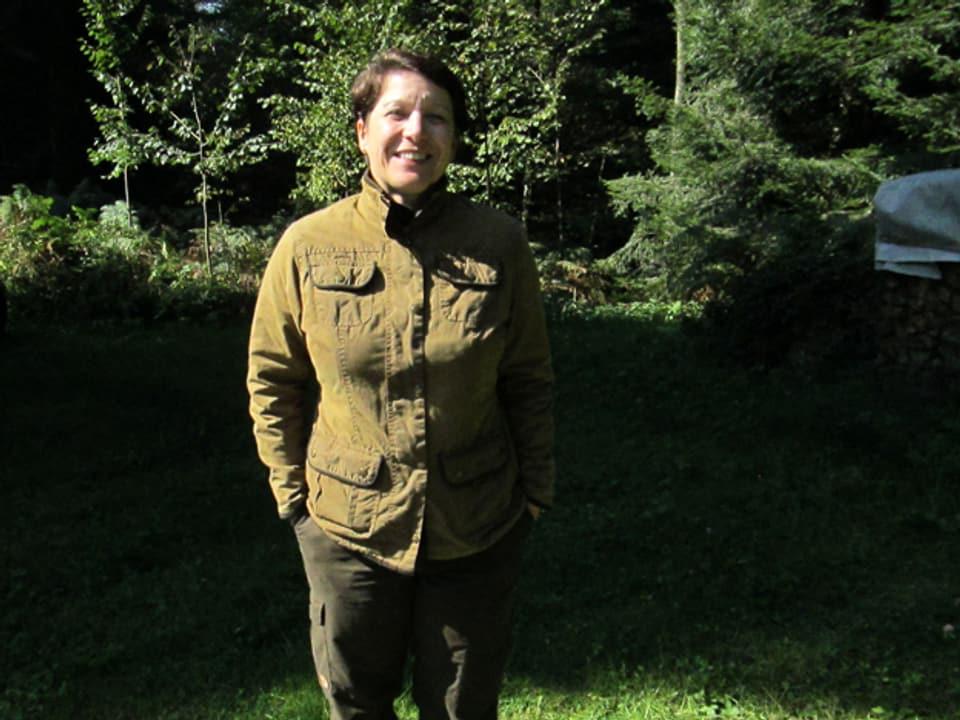 Sarah im Jagd-Outfit.