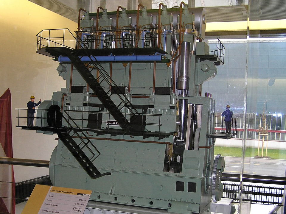 Modell eines Schiffsmotors.