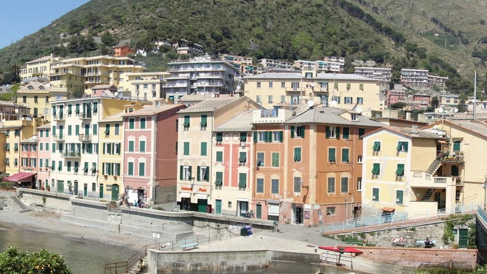 Chasas a  Nervi, oz ina fracziun da Genova.