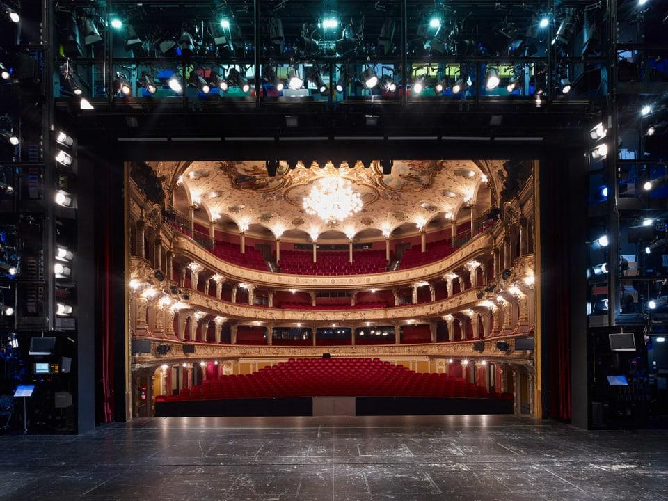 tribuna opera