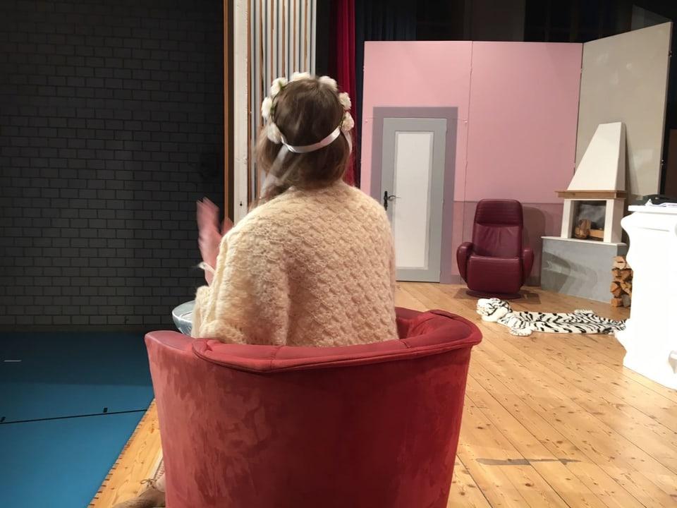Ina scena en il teater «Il settevel tschel».