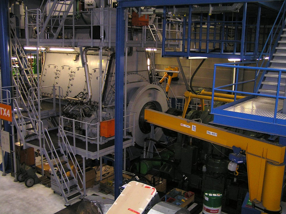 Testmotor in der Werkhalle.