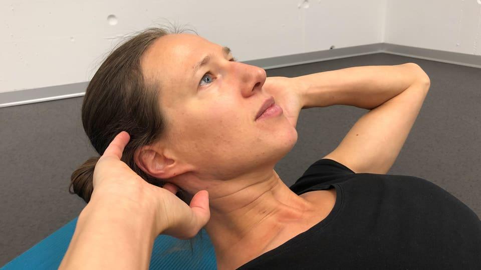 Rumpfbeugen: Richtige Kopfhaltung