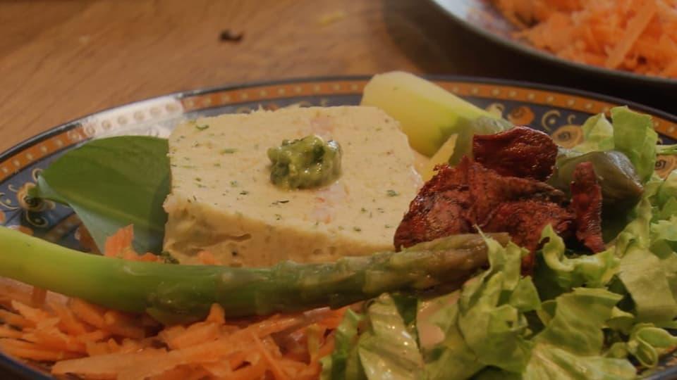 Hecht-Terrine mit Frühlingssalat