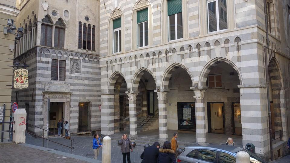 Bajetg vegl sin la Piazza San Matteo.
