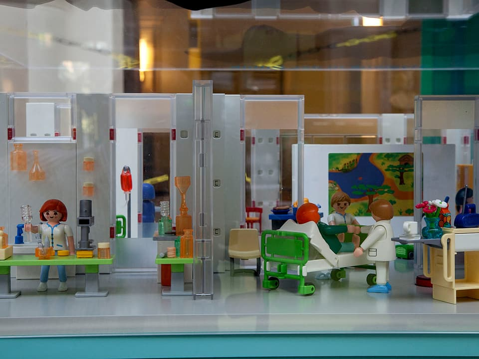 Ein Spital als Playmobil-Modell.