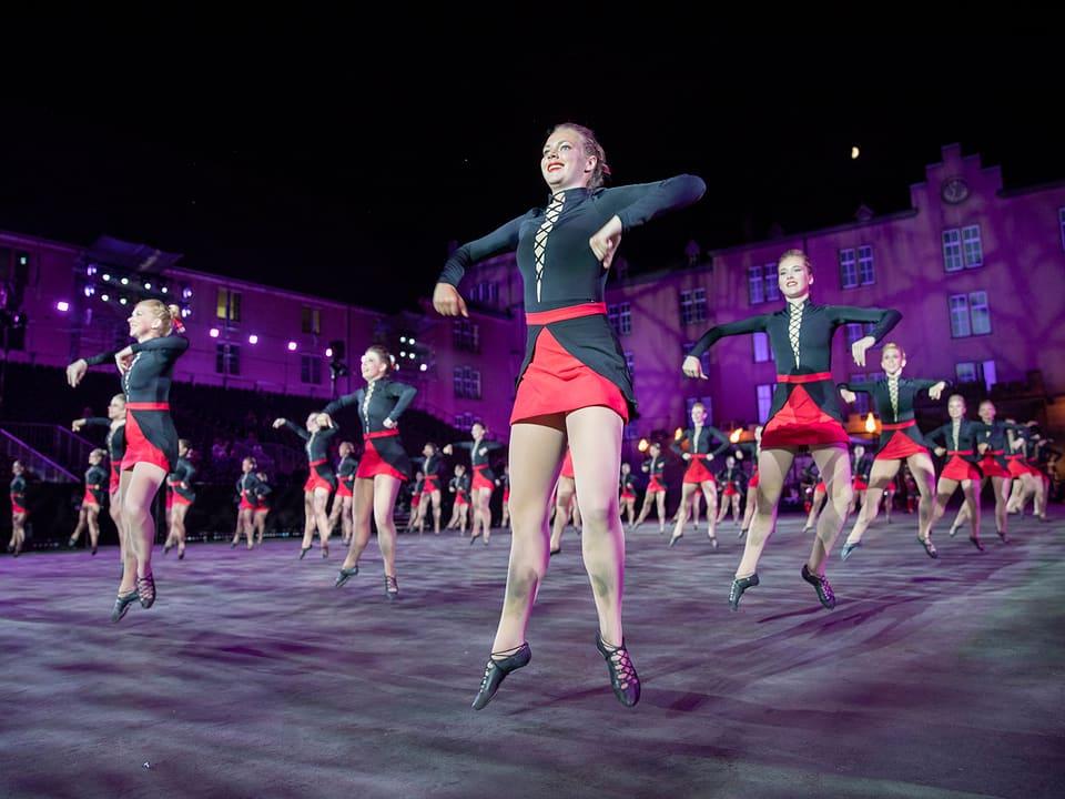 Tänzerinnen.