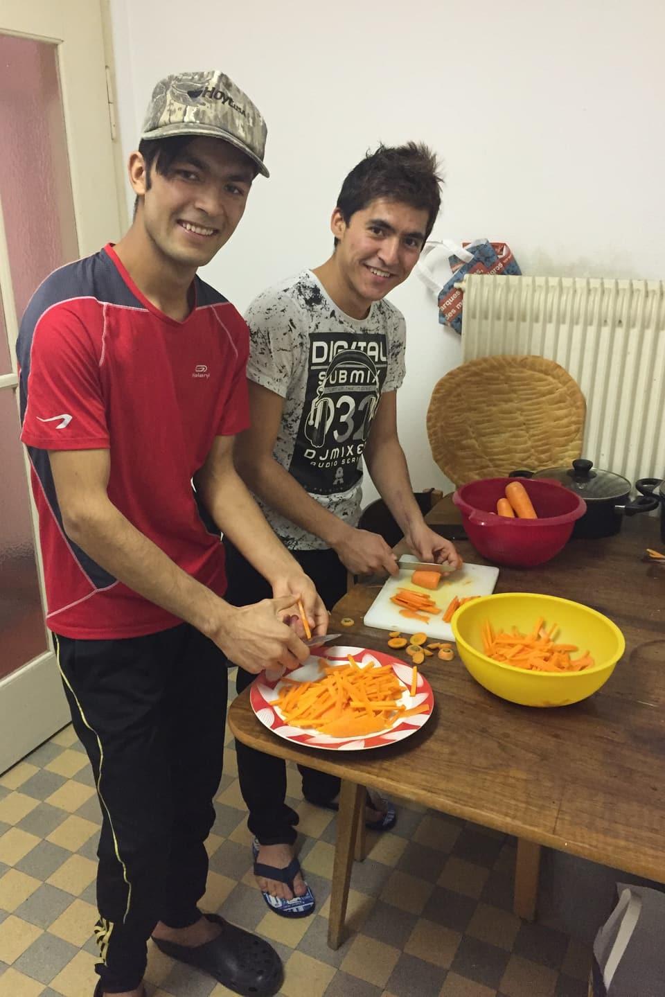 Jawad mit seinem Freund Jawid.