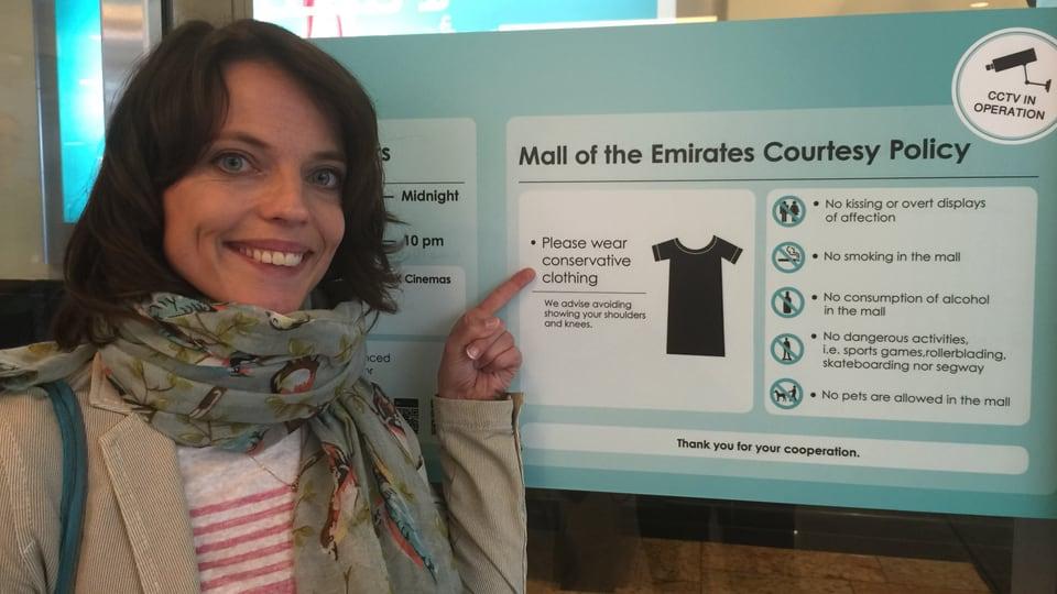 Mona Vetsch im Einkaufszentrum in Dubai