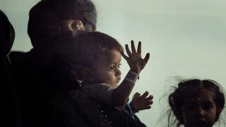 Nach hektischer Flucht: Afghanische Flüchtlinge erreichen die USA