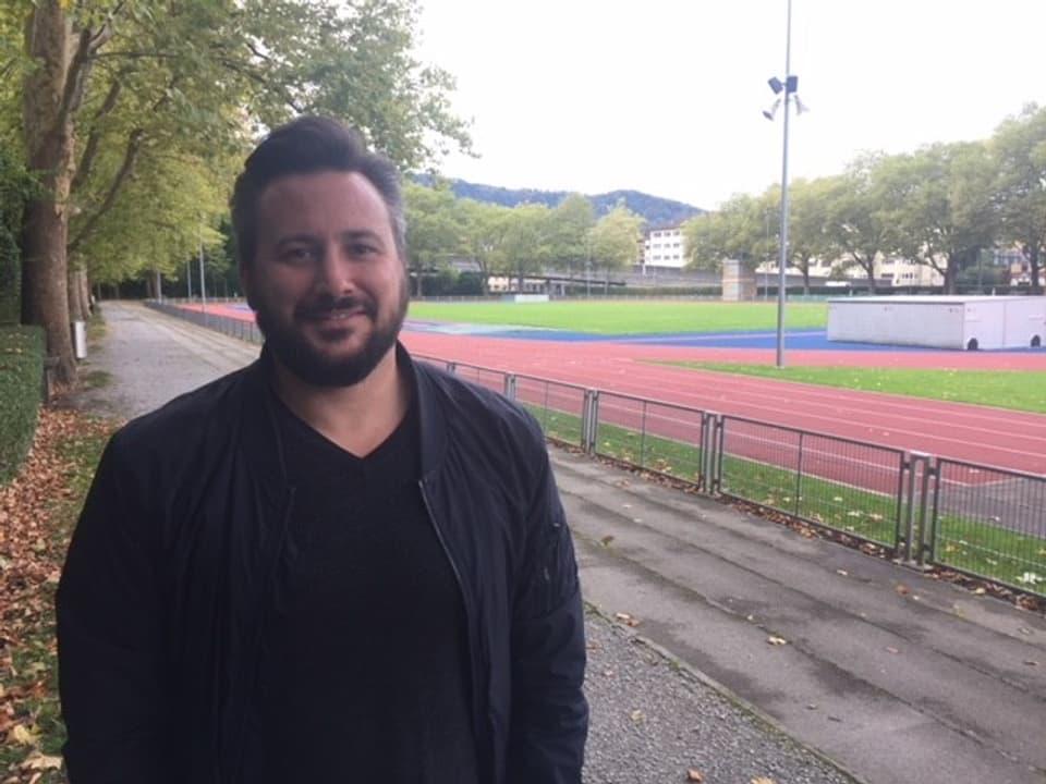 Der 39-jährige trainiert für seinen ersten Triathlon.