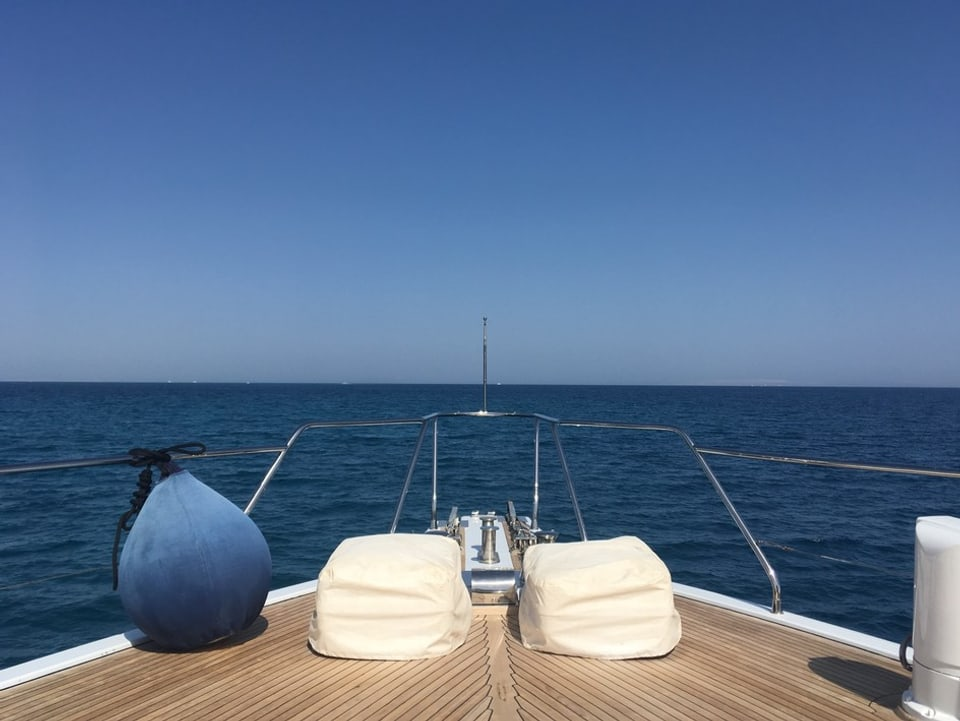 La jacht da Samih Sawiris è parcada en il port da El Gouna.
