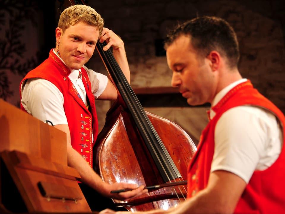 Die Setteretal-Buebe Christian Manser (Klavier) und Alfred Manser (Kontrabass).